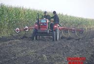 专业生产 牧草搂草机 四轮车牵引型效果图勇强搂草机