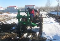 厂家直销 可配多款钻头地钻 垄上冬季侧挖钻坑机 马力挖坑机